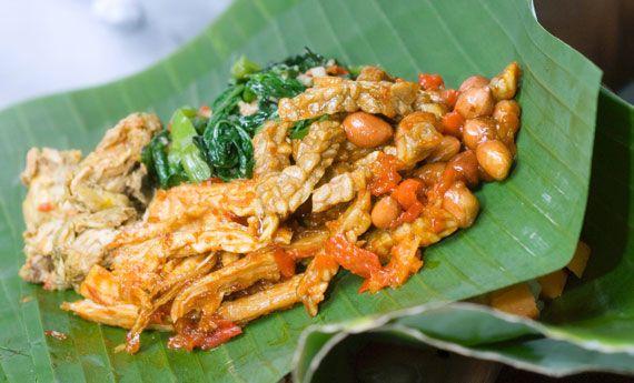 Il tempeh è un alimento molto consumato nell'alimentazione vegan che grazie al suo alto contenuto proteico, è un perfetto sostituto della carne. Eccovi quindi 5 ricette con il tempeh davvero sfiziose che delizieranno i vostri pranzi, le vostre cene importanti e perché no, le vostre grigliate vega...