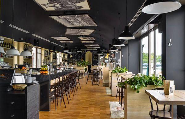 Ngày nay, các mẫu thiết kế quán cafe đẹp cho teen mang phong cách trẻ trung ngày càng xuất hiện rất nhiều, đem lại những trải nghiệm thú vị, mới lạ cho các bạn trẻ.