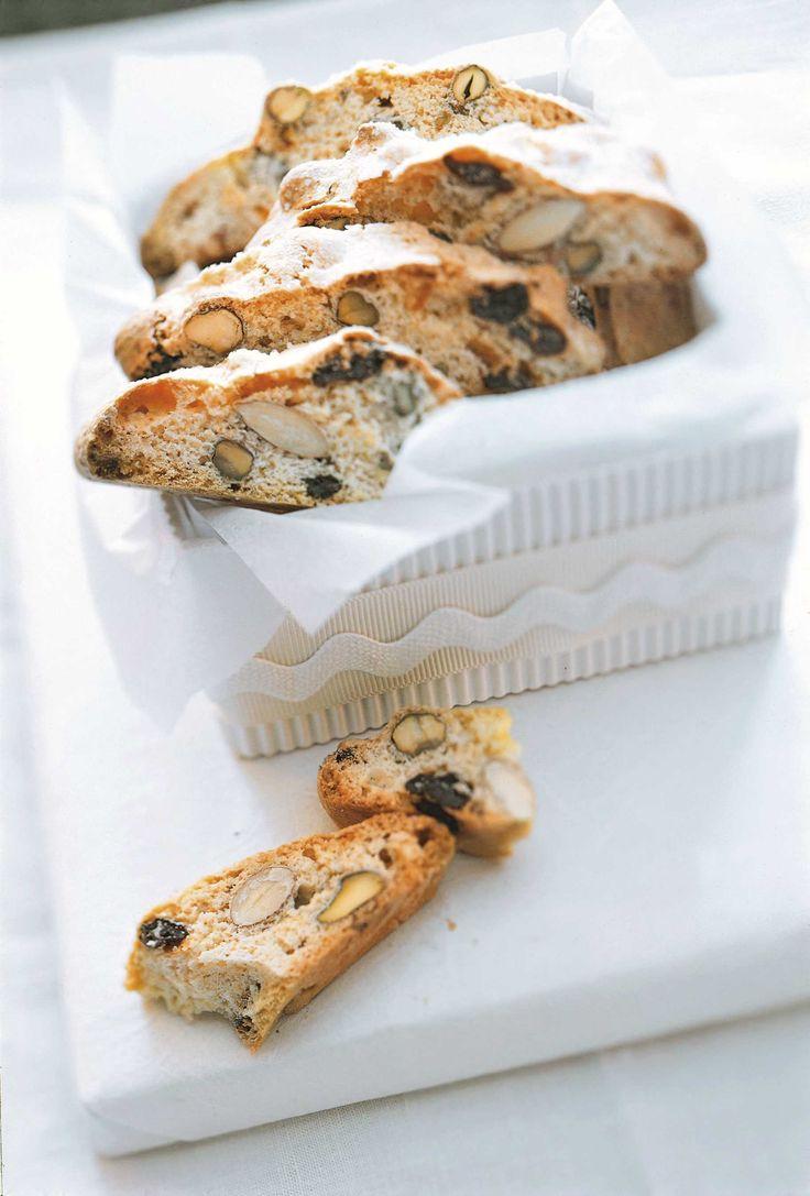Oppskrift på biscotti - disse herlige, italienske kjeks med lang holdbarhet. Perfekt til å dyppe i kaffen. Aner vi en ny klassiker blant de syv slagene til jul? Denne oppskriften gir ca. 50 biscotti.