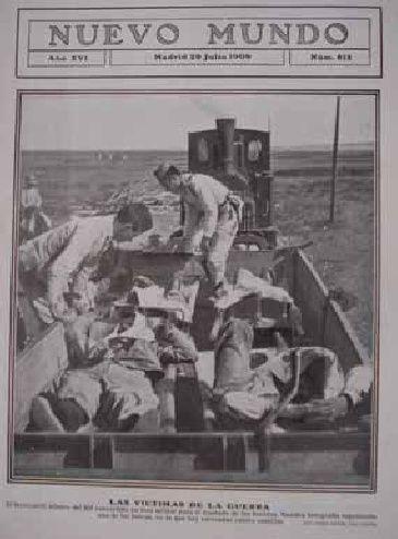 Las víctimas de la guerra. El ferrocarril minero del Rif convertido en tren militar para el traslado de los heridos. Nuestra fotografía representa una de las bateas, en la que hay colocadas cuatro camillas Fotoperiodismo en La Guerra Del Rif 1909