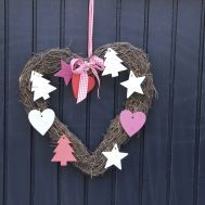 Puertas-decoradas-de-Navidad-4_1.jpg: Wreat Christmas, Decor Ideas, Heart Shape, Front Doors, Fun Christmas, Doors Christmas, Christmas Ornaments, Christmas Ideas, Shape Wreat