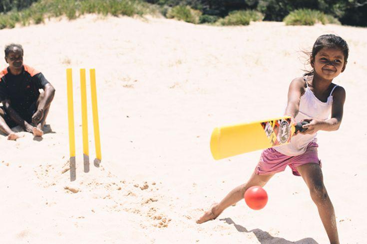 Damien Milan - Beach Cricket www.damienmilan.com.au
