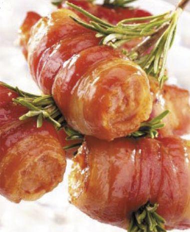 Grilované párky se sýrem a slaninou / Grilled sausages with cheese and bacon