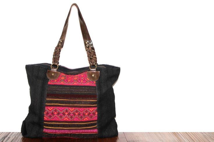 Découvrez quel sac à main va avec tout et avec toutes vos tenues vestimentaires, le sac à main accorder à votre garde robe pour le jour ou la nuit.