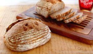 楽天が運営する楽天レシピ。ユーザーさんが投稿した「メイプルナッツカンパーニュ【No.313】」のレシピページです。※発酵かご小判型  1台分たっぷり混ぜ込んだくるみの歯触りがコリコリと楽しい、香ばしくて飽きのこないカンパーニュです。。メイプルナッツカンパーニュ。フランスパン専用粉,全粒粉,ライ麦粉,塩,ドライイースト,水,メイプルシロップ,くるみ