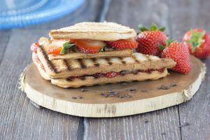 Tosti met chocola en aardbeien - Brood.net