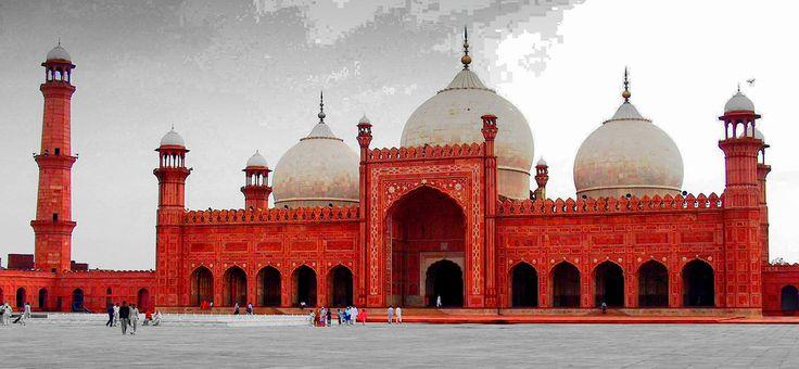 https://flic.kr/p/7kzxFJ | Badshahi mosque (Lahore, Pakistan) | islam in Pakistan represent the 97% of the population  it is the main religion in Pakistan