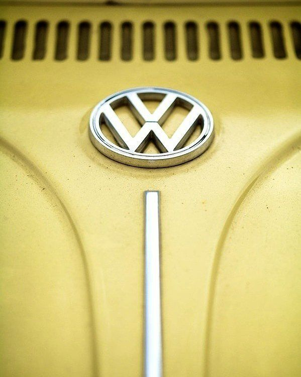 Vocho amarillo.. . . .  #ride #vw #volkswagen #vocho #yellow #obsession #rideordie #moto #moment #motor #motorcycle #classic #job  #style #photography #photo #happy #caferacer #lifestyle # #smile #instacar #cool #love #lovemyjob #cars #mechanic #like4like #likeforlike #instagram #volkswagen #photoofthday #instagram