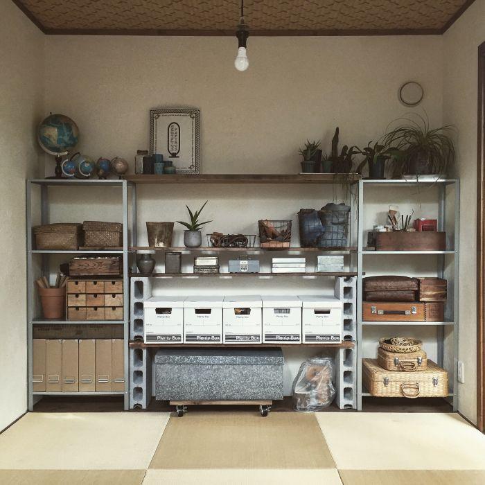 既製の棚でコストを抑える カンタン 壁面収納 をdiy スタジオインテリア 居家 収納
