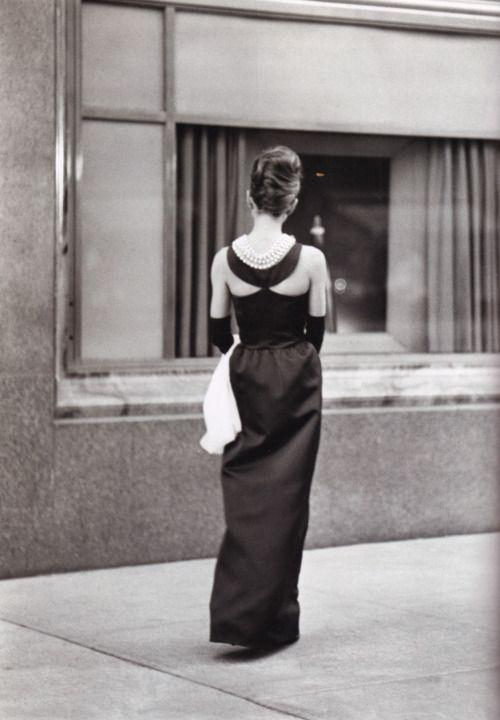 viahedda-hopper:  Lula Mae on Fifth Avenue  Breakfast at Tiffany. Audrey Hepburn