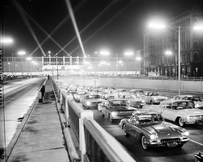 cars cobo 1960 a slew of cars head east down jefferson