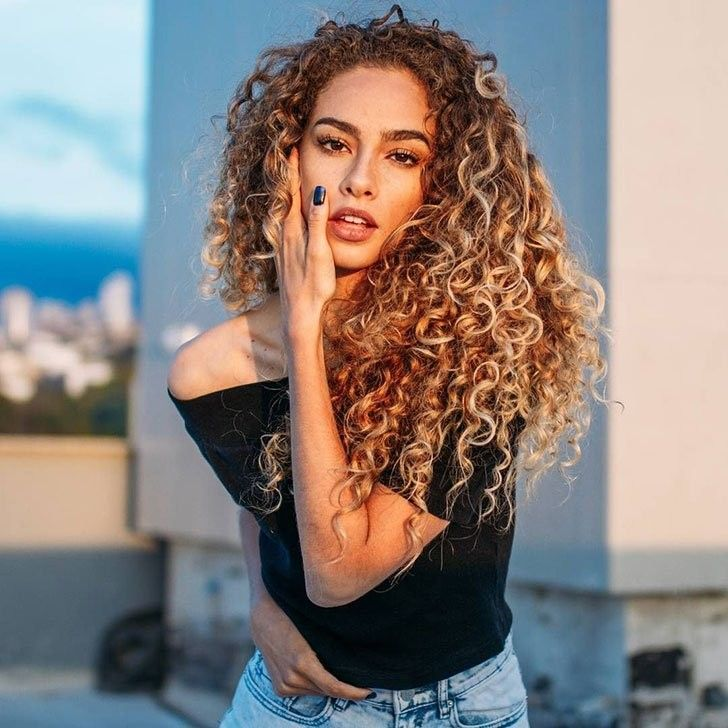 Lockige Haare Tipps Und Beste Lockige Frisuren Fur Frauen Sieh Es Jetzt Beste Frauen Frisuren H Curly Hair Styles Curly Hair Styles Naturally Hair Styles
