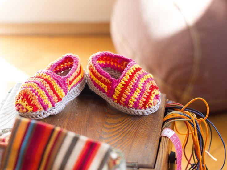Sind die niedlich! Schuhklassiker im Miniformat häkeln