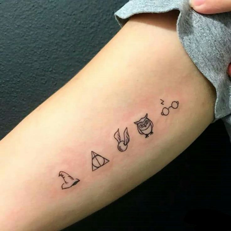 Choipeau, Deathly Hallow, Quicksilver, Hedwig, Glasses and HARRY POTTER Scar in Tattoo