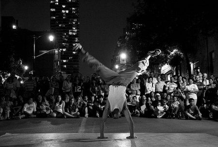 A Performer at 2007 Buskerfest in Toronto, Canada: Photo by Darren Tse: Canon EOS Digital Rebel XT, 1/5 sec, f/5, ISO 800, lens focal length 38 mm