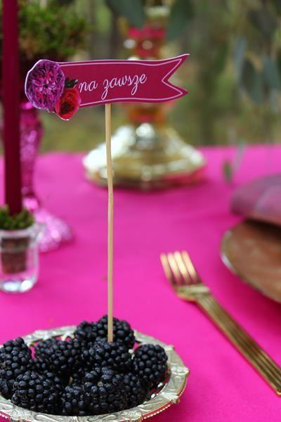 ozdoby na tort, słodkości i owoce