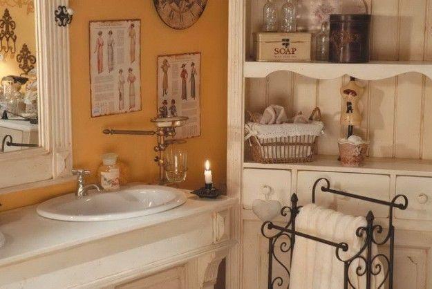 Bagni rustici: accessori in legno e ferro battuto nel bagno rustico