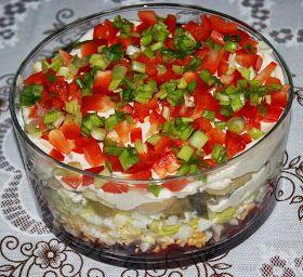 Składniki:  1 puszka czerwonej fasoli 400g  5 łyżek ketchupu  4 jajka  1 por  10 łyżek majonezu  6 ogórków konserwowych  1 słoik pieczarek m...