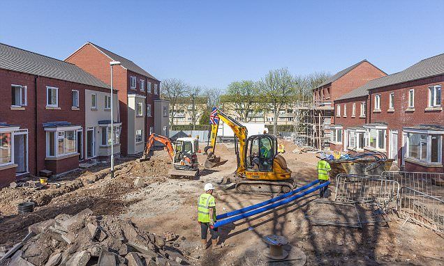 Builders thrive but construction slumps as output is still 4% below its 2008 levels | Daily Mail Online