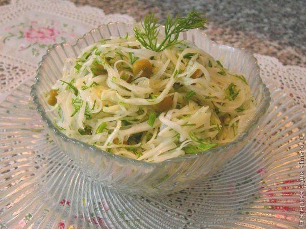 Салат из капусты и зелёного горошка / Рецепты с фото