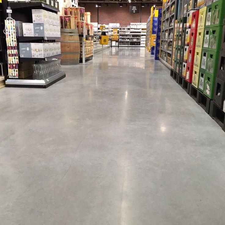Gepolijste betonnen supermarktvloer