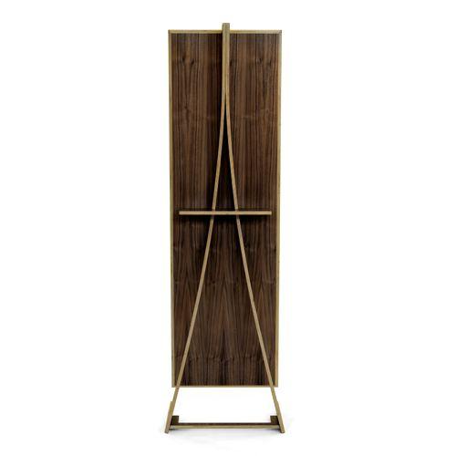 Bene El espejo tiene un ligero ángulo, adaptándose a prácticamente todas las alturas de las personas. Su exquisito nivel de detalle hace que sea una sorprendente pieza la cual se puede colocar en cualquier habitación y ser vista desde cualquier...