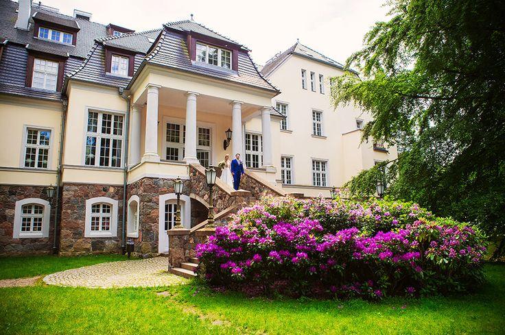 Garden of the Ciekocinko Palace - perfect place  for the outdoor romantic ceremony #bride #groom #palace #wedding #garden #ceremony #outdoor #pannamłoda #panmłody #zaślubiny #ogród #ślub #wesele #pałac #powiedztak #ido