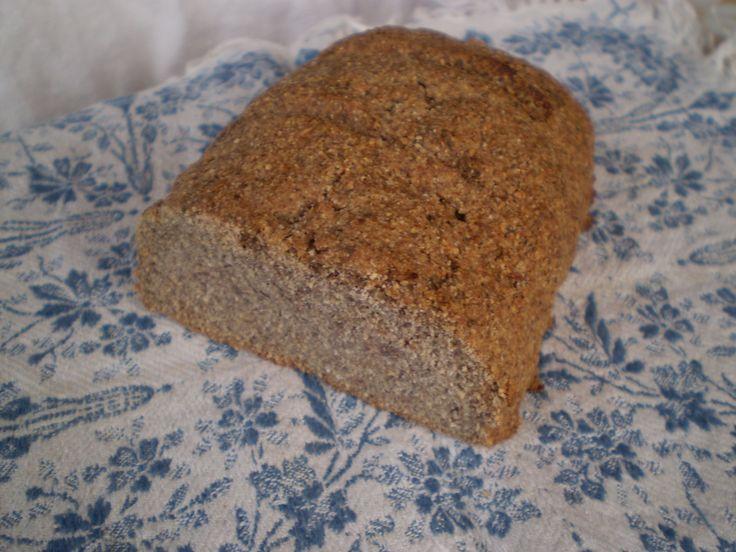 Ezt a kenyeret készítettem többször is az ünnepek alatt nagyon megszerettem, egyrészt az ízét, másrészt azt, hogy gusztán néz ki és jól lehet...