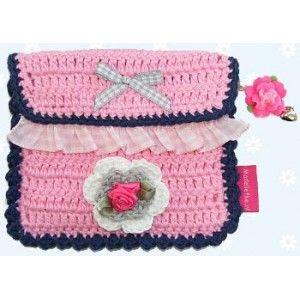 Gehaakt insulinepomptasje Madeliefke®: Crochet insulinepomp bag with belt loop on the back.