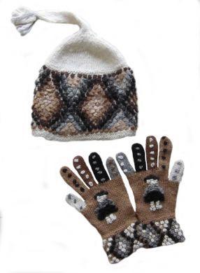 Handgestricktes Set, #Mütze und #Handschuhe aus #Alpakawolle.Durch die elastische Strickweise Einheitsgrösse