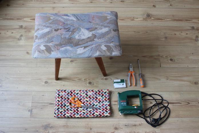 Op een rommelmarkt een oud krukje op de kop getikt of is dat ene krukje thuis toe aan make-over? Kies alvast maar een leuk stofje uit, want wij tonen je hoe die kruk er weer zo goed als nieuw kan uitzien. Niveau: makkelijk Duur: 1u30 Benodigheden: Oud krukje Stuk stof naar keuze Schroevendraaier (Textiel)schaar Tang …