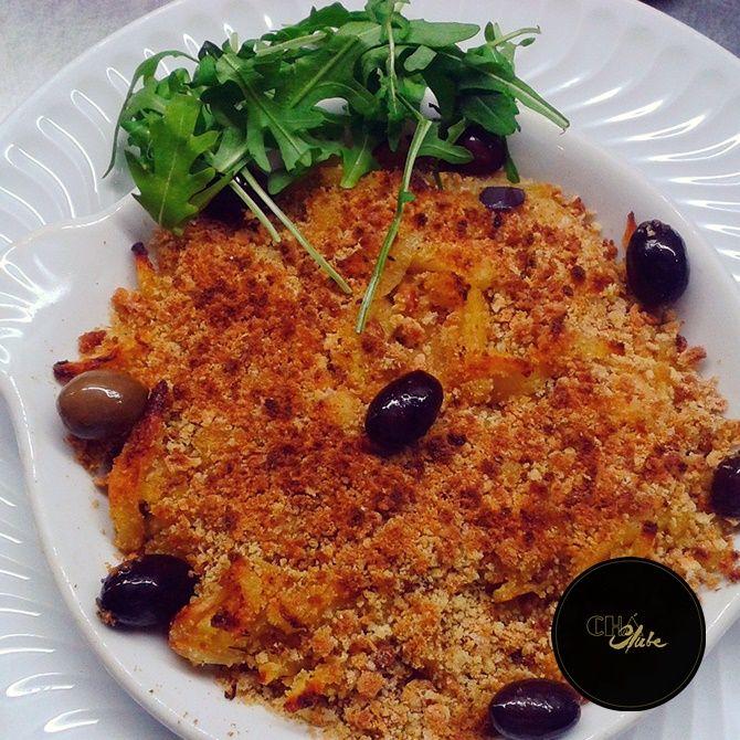 """Delicioso Bacalhau com Broa. Prato típico Português. Delicious cod with """"Broa"""" (portuguese type of bread) . Typical Portuguese dish."""