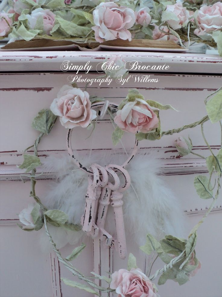 25 best ideas about shabby chic wreath on pinterest tutu wreath baby wreaths and shabby chic. Black Bedroom Furniture Sets. Home Design Ideas