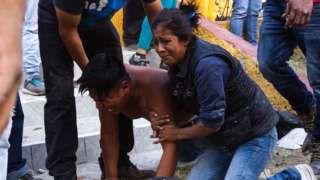 Image copyright                  AFP / Getty Images                                                                          Image caption                                      El dolor de familiares y víctimas de la tragedia ocurrida este martes en el popular mercado de pirotecnia.                                El gobernador del Estado de México, Eruviel Ávi
