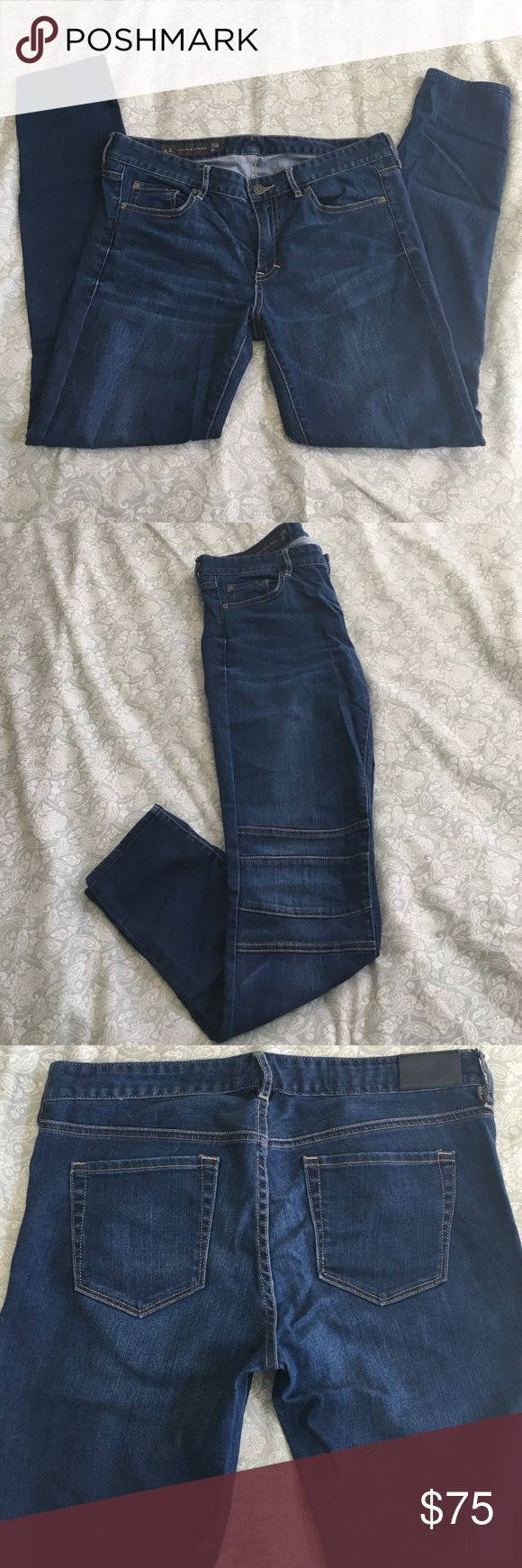 ARMANI EXCHANGE legging jean It's in perfect condition. J22 Legging/ size 31. 94% cotton. 5% polyester. 1% spandex. * It is characteristic of this fabric to transfer color. Avoid contact with light color fabric but other than that it's a nice fitted jeans. ✨Come from clean/smoke free home. Serious inquiries only and NO trade. Feel free to make an offer.✨ Armani Exchange Jeans Skinny