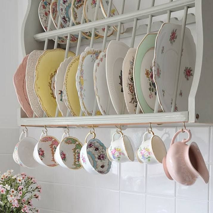 vintage design wood plate rack with mug hanging