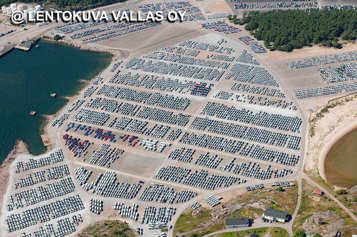 Autoja Hangon satamassa vuonna 2009 Ilmakuva: Lentokuva Vallas Oy