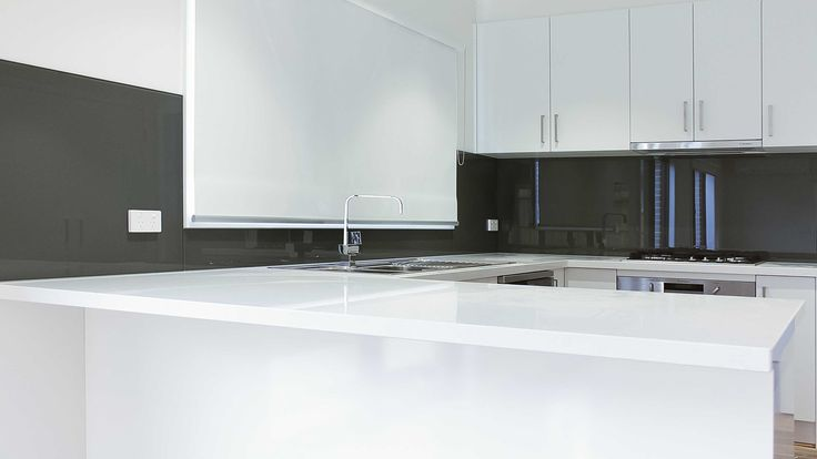 Grey Colour Kitchen Glass Splashbacks - White Stone Bench Top - Ocean Grove…