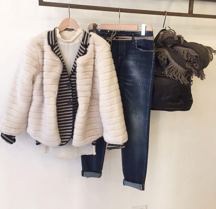 Jeans skinny, Camicia Between, Chanel pelliccia, Giacca cuciture a vista