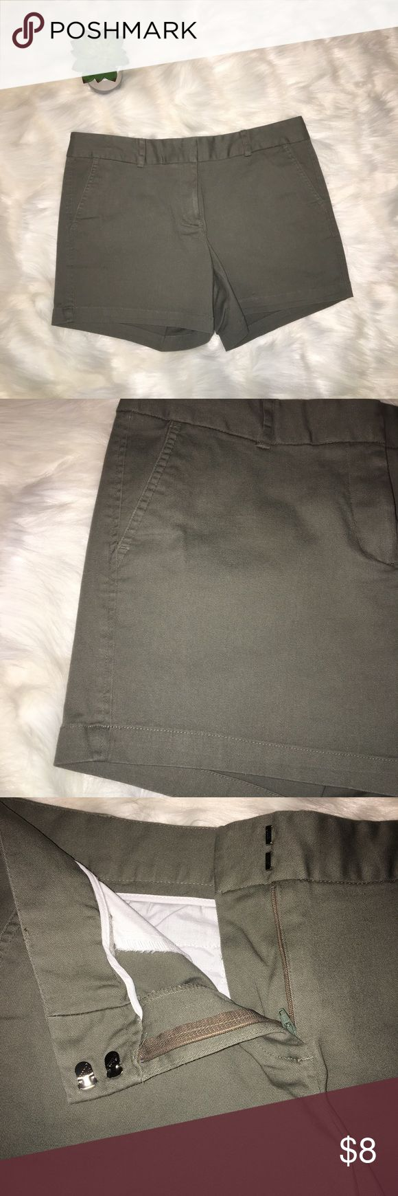 Land'N Sea Women's Green Khaki Shorts Size 10 Great condition! Perfect for wearing around.                            17 in wide; inseam 5 in, length 13 in🍓 Land'n Sea Shorts