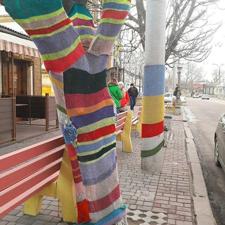 Уличное вязание на улицах Херсона