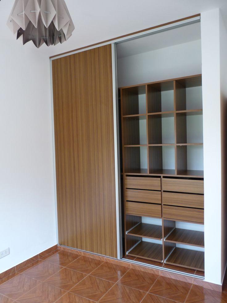 Placard completo puertas en melamina teca con gu as y for Ideas puertas de closet
