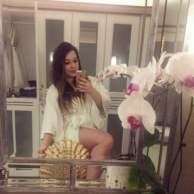 Tentei uma foto com o pé na pia. Me faltou altura 😂❤️🙏🏼! #ixigirl #boanoite