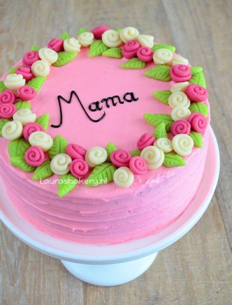 Een echte moederdag taart met heerlijke ingrediënten #taart #roze #chocolade