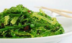 Zeewier is rijk aan vitaminen en mineralen. Neem een lekkere zeewier salade.