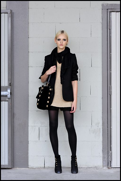 nude + black: Black Shorts, Outfits, Fashion, Nude, The Center Lapina, Clothing, Street Style, Black Tights, Boots