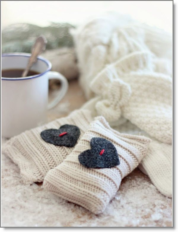 up styled sweater hand warmers ♥ http://felting.craftgossip.com/2015/01/18/heart-shaped-pompom-bouquet-super-quick-hand-warmers/
