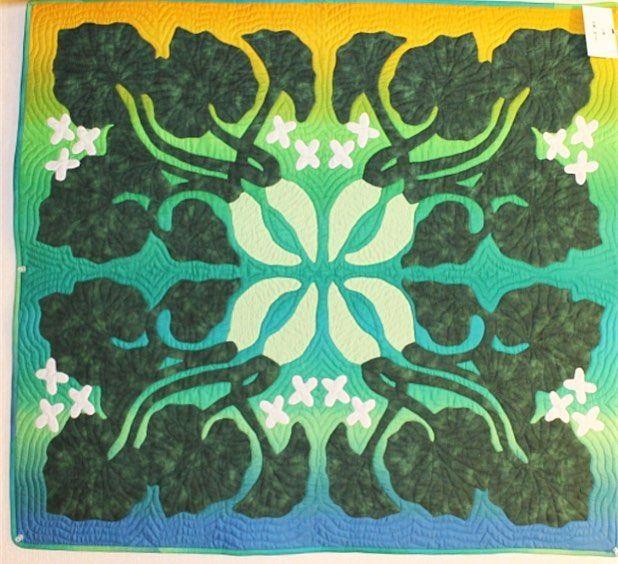 いいね!122件、コメント4件 ― ハンフリーズ深雪さん(@humphriesmiyuki)のInstagramアカウント: 「ワサビのタペストリー。私が作ったワサビのタペストリーは、手染めOSANAIの丸染め2枚の組み合わせでしたが、その布を使わず、色の差し替えだけで作るとこんな感じになる良い例です。 生徒さんの作品。…」