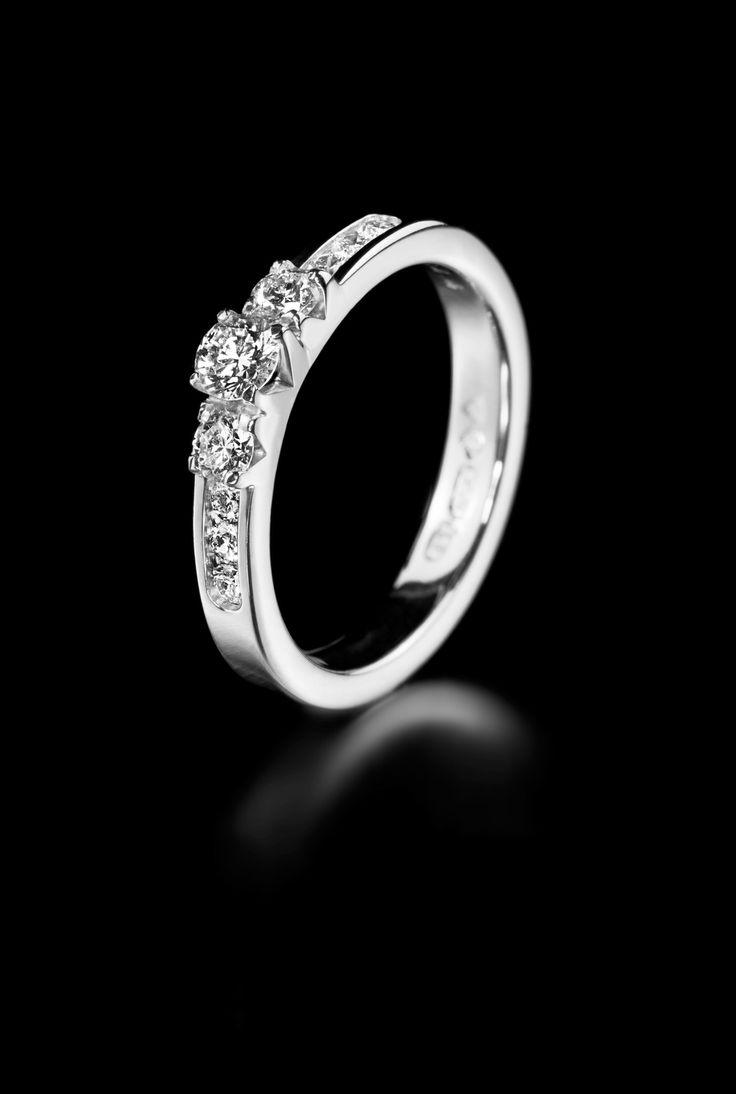 Oy Tillander Ab diamond ring www.tillander.fi/ #tillander #diamond #ring #whitegold #wedding #engagement