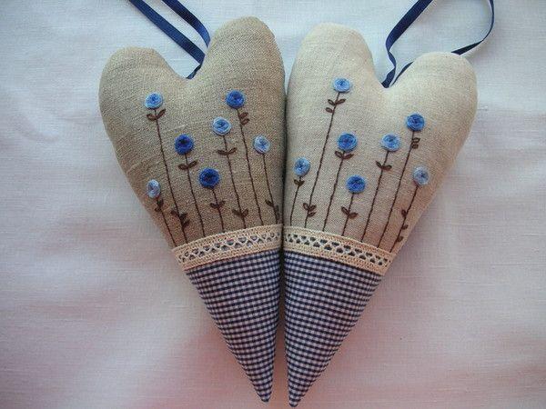 Сердечки из ткани - красивый подарок